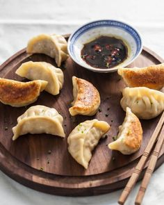 Potstickers Recipe (with Potsticker Dough) Chinese Potsticker Dumplings – completely from scratch Potsticker Sauce, Potsticker Wrappers, Wan Tan, Dumpling Dough, Dumpling Wrappers, Chicken Spring Rolls, Korean Dishes, Korean Food, Salads