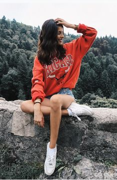 Image in Looks for girls collection by Kamelfo Portrait Photography Poses, Photography Poses Women, Tumblr Photography, Best Photo Poses, Girl Photo Poses, Pic Pose, Picture Poses, Stylish Photo Pose, Cute Poses For Pictures