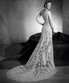 Navas - Wedding dress with a bateau neckline in lace and gemstones
