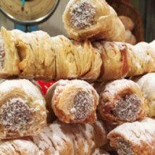 Facturas hojaldradas rellenas - Cocineros Argentinos Tapas, Corn Cakes, Pound Cake, International Recipes, Doughnuts, Relleno, Scones, Sausage, Dairy