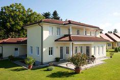 WALMDACHHAUS in Vorau | Lieb Massivhaus Bungalows, Mansions, House Styles, Home Decor, Blog, Patio, Hip Roof, Floor Layout, Roof Tiles