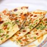 Easy steps to make Aloo Paratha! Paratha Bread, Roti Bread, Missi Roti, Spinach Rolls, Spice Combinations, Baked Beans, Bread Rolls, Naan, Beetroot