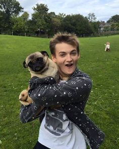 Are you a fan of 'Game of Thrones? If you are then you perfectly know King Joffrey. Yes, i am talking about the cruel and cowardly son of King Barratheon & Cersai Lannister. Now coming into the point. king Joffrey recently uploaded a photo of him hugging a pug. The pic went so viral even …