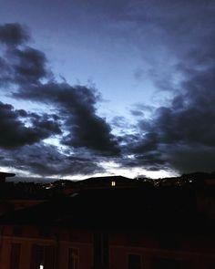 "mb68 su Instagram: ""#ilcielosopra #ilcielosopralugano #nuvole #clouds #sunset #lugano #luganocity #ticino #switzerland"""