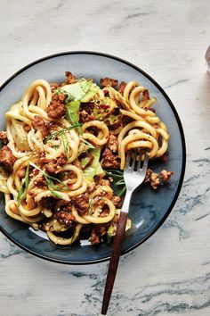 Can we take a moment of appreciation for who styled these better-than-takeout stir-fried udon noodles in such a twirly… Noodle Recipes, Pork Recipes, Asian Recipes, Cooking Recipes, Ethnic Recipes, Udon Recipes, Japanese Recipes, Chinese Recipes, Yummy Recipes