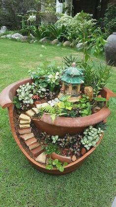 Fairy Garden Plants, Diy Garden, Garden Care, Succulents Garden, Garden Projects, Garden Cottage, Gnome Garden, Succulent Terrarium, Fairy Garden Doors