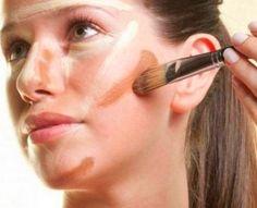 O efeito de sombras criado com a maquiagem afina os traços, valorizando pontos positivos do rosto. O truque é maquiar com cores claras as partes do rosto que você deseja realçar e o que deseja afinar deve ser maquiado com tons escuros.
