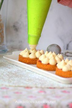 Crème pâtissière au mascarpone/pastry cream with mascarpone Homemade Cake Recipes, Best Cake Recipes, Sweet Recipes, Dessert Recipes, Creme Patissiere Chantilly, Creme Cupcake, Dessert Pots, Chocolates, Baking Basics