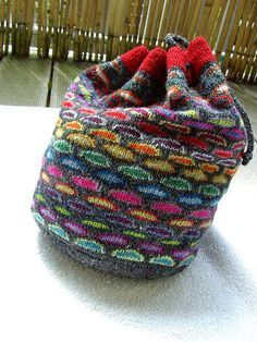 Free knitting pattern for Slip Stitch Knitting Bag - Sabine Wosmann's colorwork design looks like intarsia, but uses only 1 color per row!