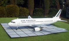 This plane paper model is an Air France Airbus created by Andrew Maciejczak, and the scale is in There is also a Lufthansa version Airbus Paper Airplane Models, Make A Paper Airplane, Model Airplanes, Paper Models, Paper Planes, Airbus A320, Air France, Paper Toys, Paper Crafts