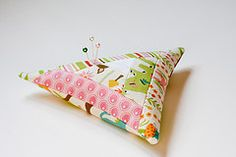 Tutorials for sewing and quilting projects including bags, quilts, home decor, and gifts. Informational series, printables and recipes.