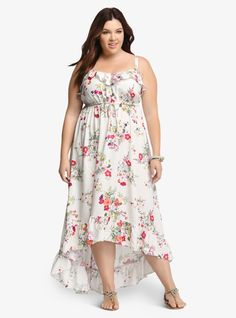 Feminine yet casual. A beautiful silk-like white fabric is decorated with a blooming floral print plus size dress. The drawstring waist and ruffled v neckline flatter the bodice while the hi-lo style flatters and elongates the midsection. Outfits Plus Size, Plus Size Womens Clothing, Plus Size Dresses, Curvy Fashion, Plus Size Fashion, Ladies Fashion, Plus Size Sundress, Look Plus Size, Formal Dresses For Women