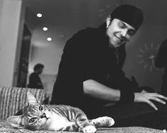 Matt Tuck and Phoebe the family gorgeous cat ❤️ Am I Going Insane, Bullet For My Valentine, Gothic Metal, Rock N, Beautiful Creatures, Kitty, Cute, Folk, Fandoms