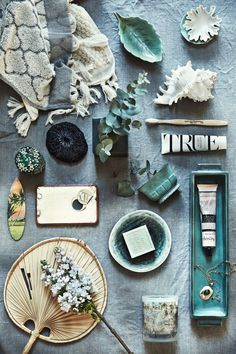 Beautiful still life in green by stylist Anna Gillar for Make it Last. Flat Lay Photography, Still Life Photography, Product Photography, Flat Lay Fotografie, Collages, Mood And Tone, Flatlay Styling, Prop Styling, Bathroom Essentials