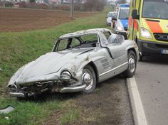 Mercedes-Benz 300 SL Gullwing Destroyed by Mechanic on Test Drive Mercedes Benz 300, Corvette C7, Classic Car Insurance, Salvage Cars, Spiegel Online, Classic Mercedes, Chef D Oeuvre, Abandoned Cars, Car Crash