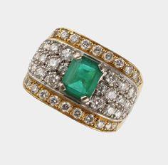 Ring, 750 GG und WG, besetzt mit einem Smaragd im Tafelschliff von ca. 1,40 ct. und 48 Brillanten vo