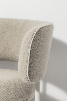 The Font chair by Studio David Thulstrup for Møbel Copenhagen, Photo by Irina Boersma. Sofa Upholstery, Sofa Chair, Upholstered Chairs, Armchair, Diy Sofa, Modern Furniture, Furniture Design, Leather Furniture, Folding Structure