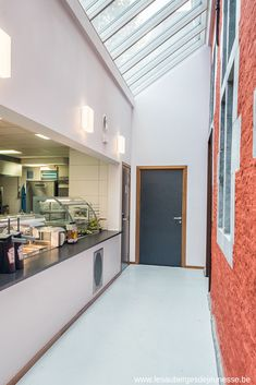 Visiter Liège et loger à l'Auberge de Jeunesse Visit Liège and stay at the Youth Hostel Hostel, Garage Doors, Outdoor Decor, Home Decor, Youth, Decoration Home, Room Decor, Home Interior Design, Carriage Doors