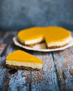 Mango monchoutaart met witte chocolade en bastogne Pie Cake, No Bake Cake, No Bake Desserts, Dessert Recipes, Mango Cheesecake, Sugar Free Treats, Sweet Pie, Sweets Cake, Happy Foods