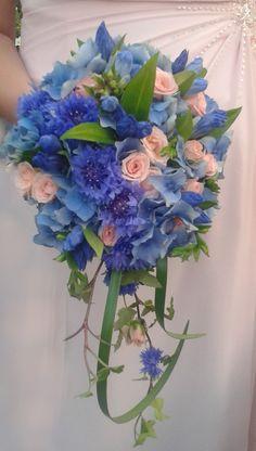 Blue wedding bouguet. Design by Elina Mäntylä, Valona Florana. www.valona.fi