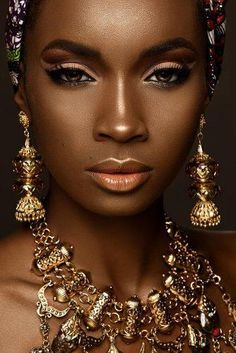 Black Bride Makeup Ideas ★ black bride makeup strobing effect light orange lips arrows stanlophotography makeup augen hochzeit ideas tips makeup Black Bridal Makeup, Bride Makeup, Girls Makeup, Wedding Makeup, Maquillage Black, Beauty Routine Planner, Orange Lips, Makeup Trends, Makeup Ideas
