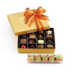 GODIVA Chocolatier Gold Ballotin and Pumpkin Truffles Gift Set - http://www.achocolateshop.com/godiva-chocolatier-gold-ballotin-and-pumpkin-truffles-gift-set/