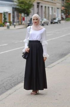 Best Style Fashion Hijab Feminin See more ideas about feminine fashion hijab fashion and muslim fashion. Modern Hijab Fashion, Street Hijab Fashion, Islamic Fashion, Modest Fashion, Look Fashion, Trendy Fashion, Fashion Outfits, Fashion Muslimah, Feminine Fashion