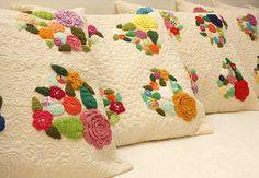 Coisas da Léia - Resgate de boas sensações: Almofadas com Apliques em Crochê