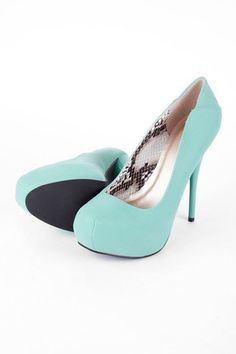 Again with the mint. I just can't get enough. I would even wear these heels in the day they are that pretty