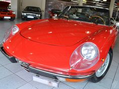 1971 Alfa Romeo Spider 2000 http://www.hamptons.co.za/pages/showroom/?zSearch=&zDispID=ProdAlfa_Romeo_Spider_2000_Veloce