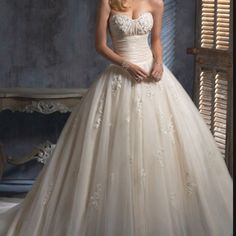 My dream wedding gown. Maggie Soterro...... Would give anything to have this one!
