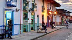 Salento // Los secretos del café (y de las haciendas) de Colombia - ABC.es Jeep Willys, Colombia Travel, Beaches, Paradise, Culture, Chocolate, Beautiful, South America, Jungles