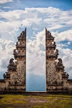 Pura Lempuyang Door, Bali, Indonesia  Is this even real?!?!? - Double click on the photo to Design & Sell a #travel guide to #Bali www.guidora.com