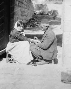 Tattooing a Pilgrim: Jerusalem, Palestine Vintage Photographs, Vintage Photos, Naher Osten, Holy Land, Old Quotes, Pilgrim, Historical Photos, Nostalgia, Istanbul