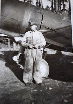 Lentokonemekaanikko (isoisä) [Airplane mechanic, the previous pinner's grandfather. Airplane Mechanic, Finland, North Carolina, Aircraft, Statue, Lifestyle, History, Aviation, Historia