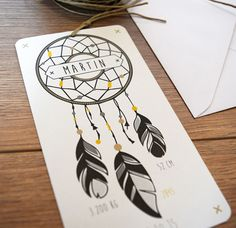 Le faire-part attrape-rêves nous emmène sur les traces des native americans avec son design rond et ses petites plumes et perles tellement poétiques. On l'aime autant pour une fille que pour un garçon puisque toutes les couleurs lui vont. Avec sa petite cordelette de lin, on l'attache et on le garde près de soit, un …
