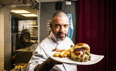 Sob pressão! Henrique Fogaça dá as dicas para fazer um hambúrguer MasterChef - UOL Burger Fest