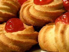 """Ricetta semplice e veloce per realizzare la """"frolla montata"""" e ottenere i classici pasticcini-biscotti da tè."""