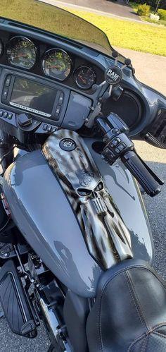 The Punisher CVO Harley-Davidson street glide console - Motos Mundo 2020 Harley Davidson Street 500, Harley Davidson Images, Harley Davidson Chopper, Harley Davidson Street Glide, Harley Davidson Motorcycles, Custom Motorcycles, Harley Bagger, Harley Bikes, Road Glide Special