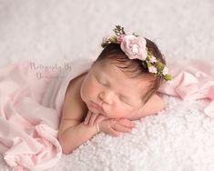 Newborn Photo Props by BabyGraceHats Newborn Pictures, Baby Pictures, Baby Photos, Foto Newborn, Newborn Photo Props, Baby Flower Crown, Floral Crown, Accessoires Photo, Newborn Photography Poses