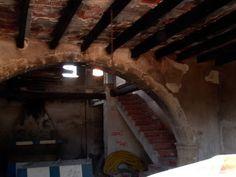 Torres de la Huerta Alicantina: Torre Sarrió. Construida entre los siglos XVI y XVII. Consta de cuatro alturas unidas entre si por una escalera de caracol. La cubierta es plana.