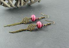"""Boucles d'oreille """"Pink day"""" perles de créateur  roses, cristal de Swarovski roses et métal bronze"""