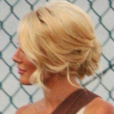 http://www.hairstyleswatch.com/4379/heidi-montag-at-the-hills-season-4-premiere