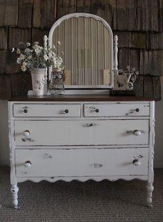 White distressed antique dresser with mirror #shabbychicdresserswithmirror