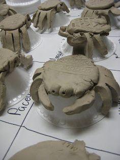 krabben uit klei met goede handleiding - pootjes gemaakt van handafdruk - patroon van schoenzool ...