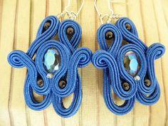 Chabrowe kolczyki z fasetowanymi oczkami. / Intense blue earrings with faceted beads.