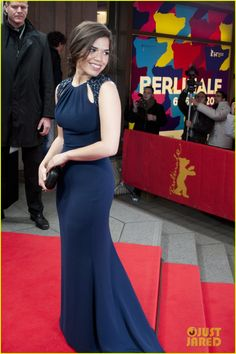 America Ferrera Promotes 'Cesar Chavez' at Berlin Film Festival: Photo America Ferrera looks gorgeous while walking the red carpet at the premiere of her new film Cesar Chavez during the 2014 Berlin International Film Festival held… Cesar Chavez, America Ferrera, Berlin Film Festival, Oscar Dresses, Petite Women, Woman Crush, Petite Fashion, Girl Crushes, Beautiful People