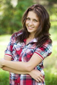 Teen Girl's Hairstyle Photos - Teenage girl with long brown hair