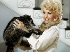 I always loved Hollywood actress Donna Douglas, who played Elly May Clampett on The Beverly Hillbillies. This godly woman is clearly soaring with the angels in Heaven now! Hollywood Actresses, Actors & Actresses, Donna Douglas, Buddy Ebsen, Petticoat Junction, The Beverly Hillbillies, Hillbilly, Godly Woman, Celebs