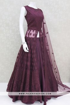 Indian Wedding Gowns, Indian Gowns Dresses, Indian Fashion Dresses, Indian Designer Outfits, Girls Fashion Clothes, Indian Outfits, Bridal Dresses, Kurti Designs Party Wear, Lehenga Designs